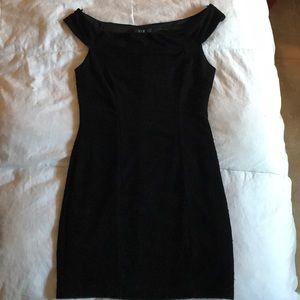 Black bodycon off-the-shoulder dress